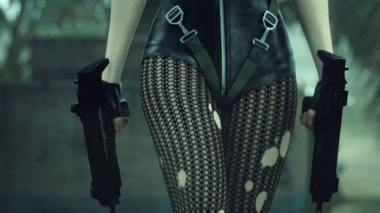 Гифка женщины и оружие